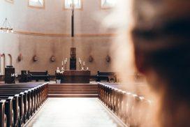 Vrouw in Kerk